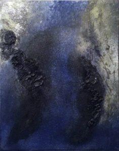 [Zwei verbrannte Torsi] Dammarfirnis, Schwämme, Pigmente, Steinkohle, Vogelfedern auf Lw., 50*40 cm, 1987 Privatsammlung